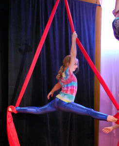 Aerial silks double foot lock